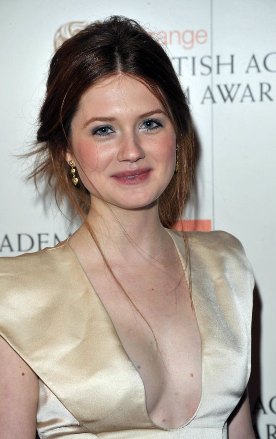 Bonnie Wright Sexy Boobs Showing Wallpapers