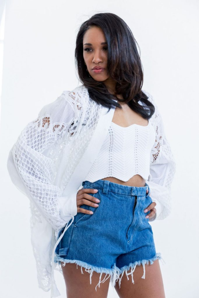 Candice Patton Hot & Bold Pics In Sexy Jeans