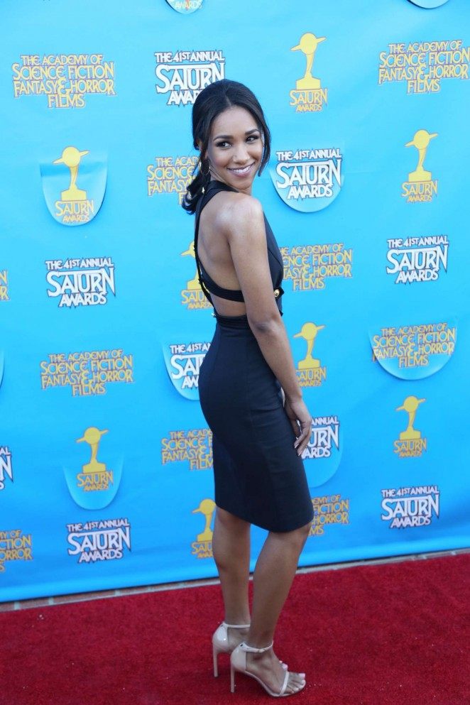 Candice Patton In Backless Clothes Sexy Pics