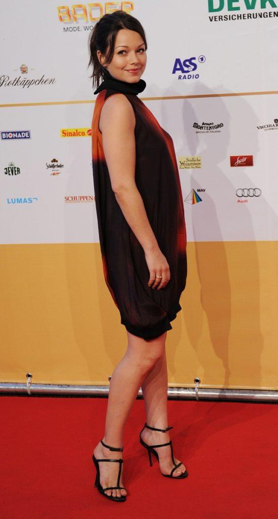 Cosma Shiva Hagen Sexy Legs Images In Short Dress