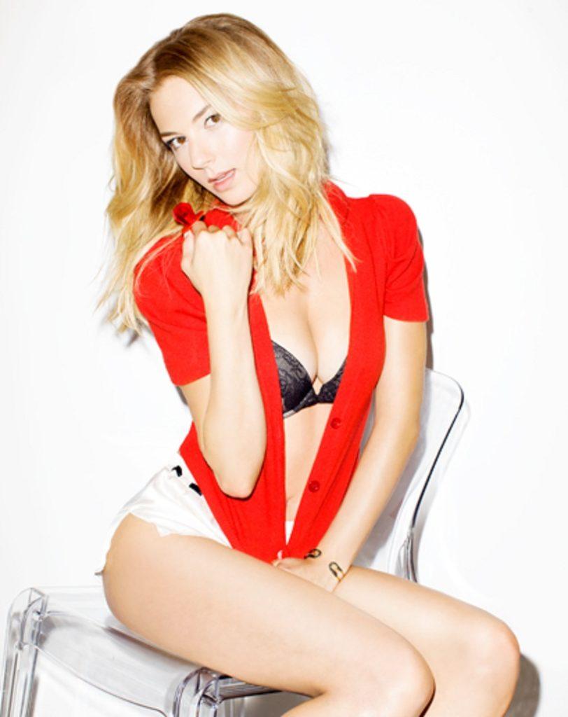 Emily VanCamp Images In Bikini