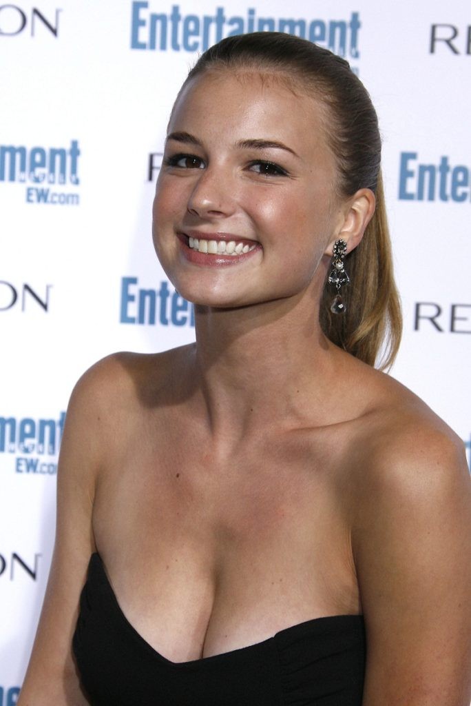 Emily VanCamp Latest Hair Style Images