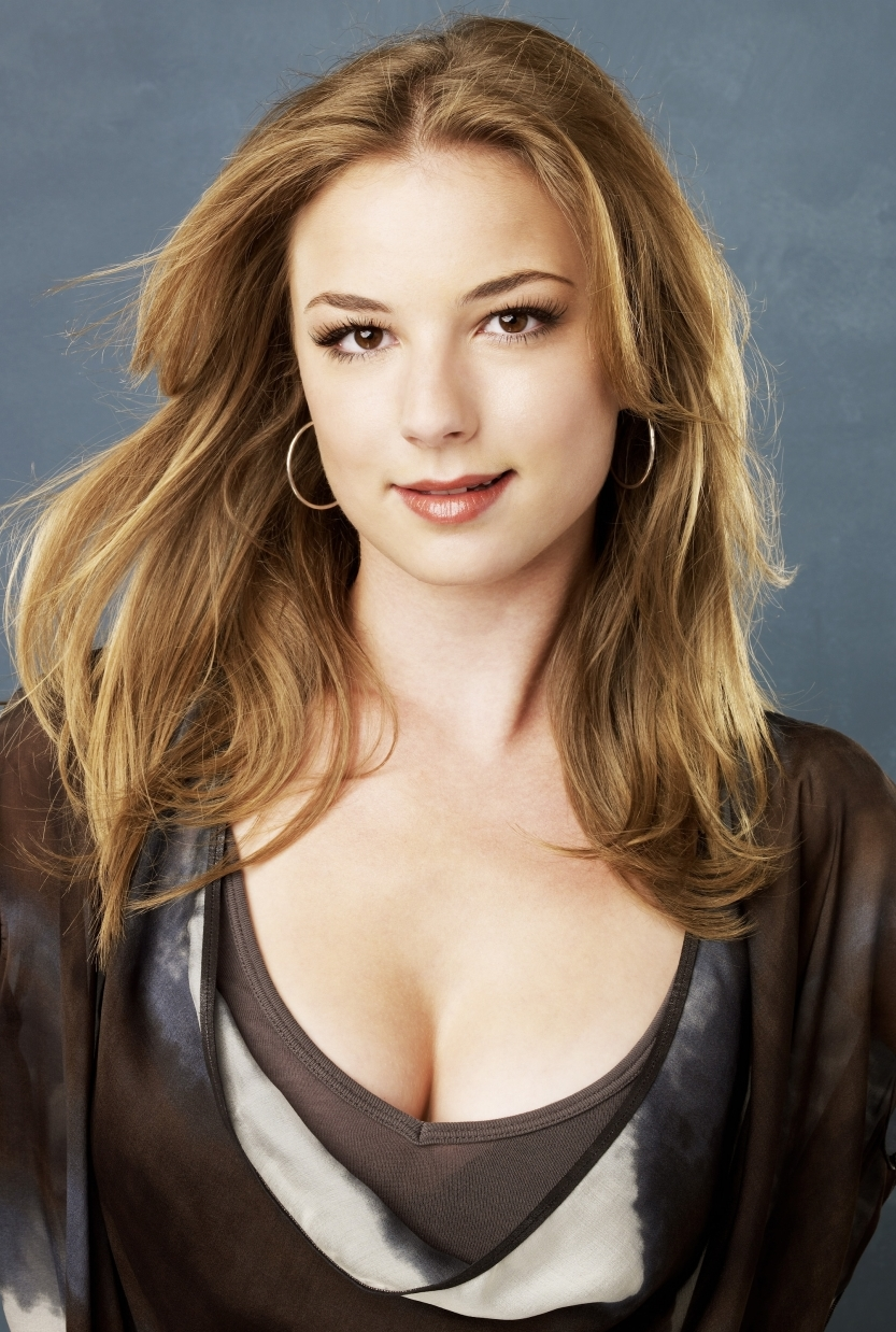 Scenic Emily Vancamp Hot Spicy Navel Pictures Wallpapers