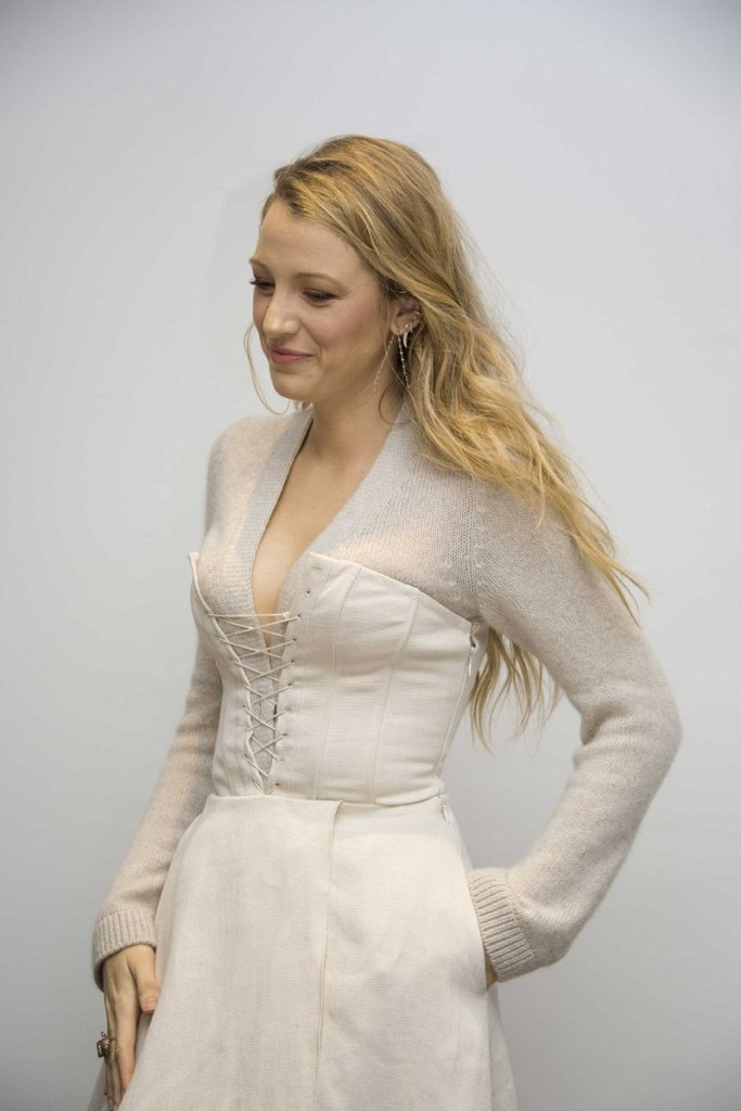 Hollywood Actress Blake Lively Images