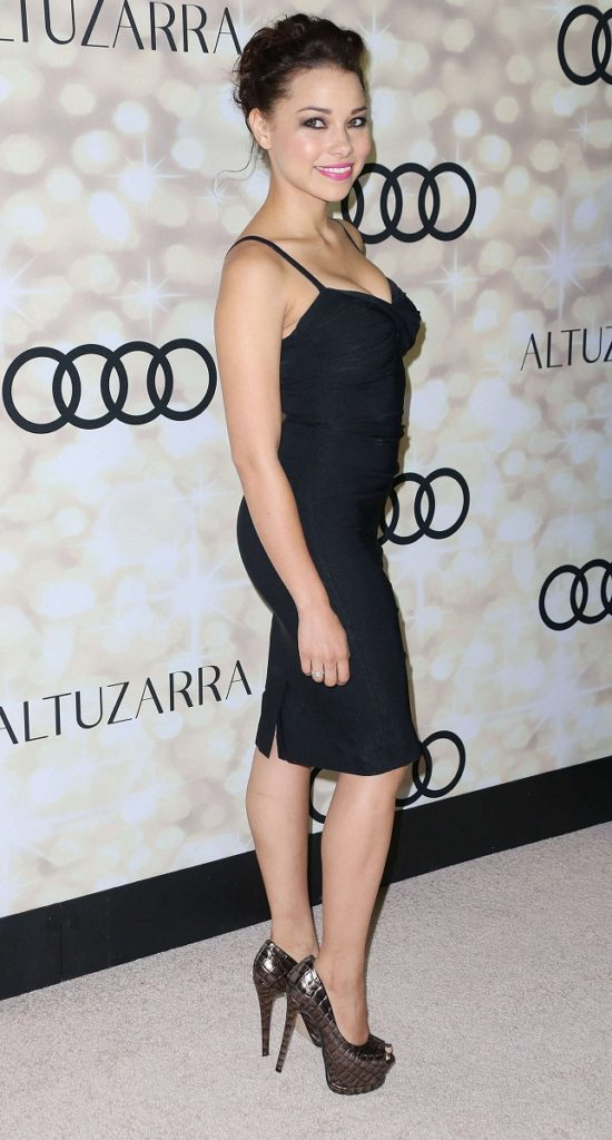 Jessica Parker Kennedy Nice & New Images