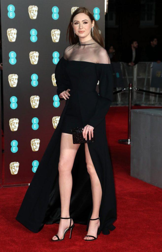 Karen Gillan Sexy Legs Photos