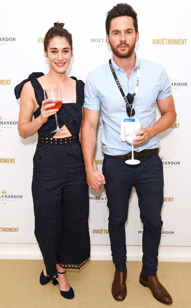 Lizzy Caplan Images With His Boyfriend