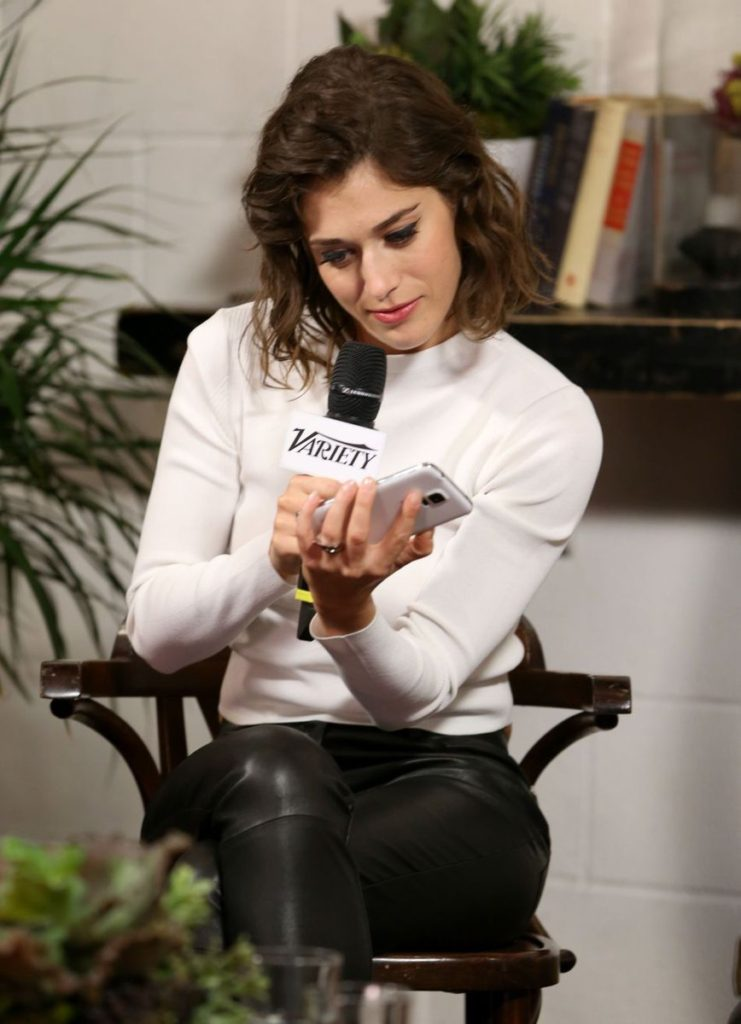 Lizzy Caplan Lovely Photoshoots