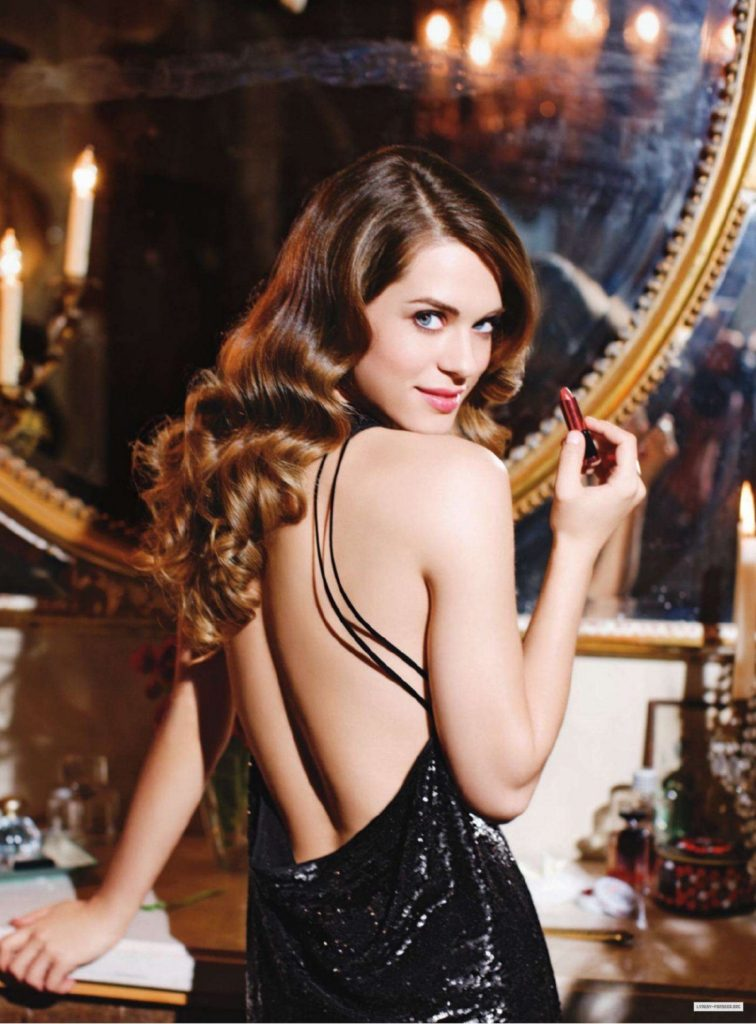 Lyndsy Fonseca Hot Backside Backless Pictures