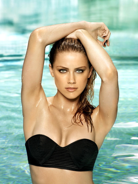 Lyndsy Fonseca Hot Boobs & Navel Showing Images In Bikini