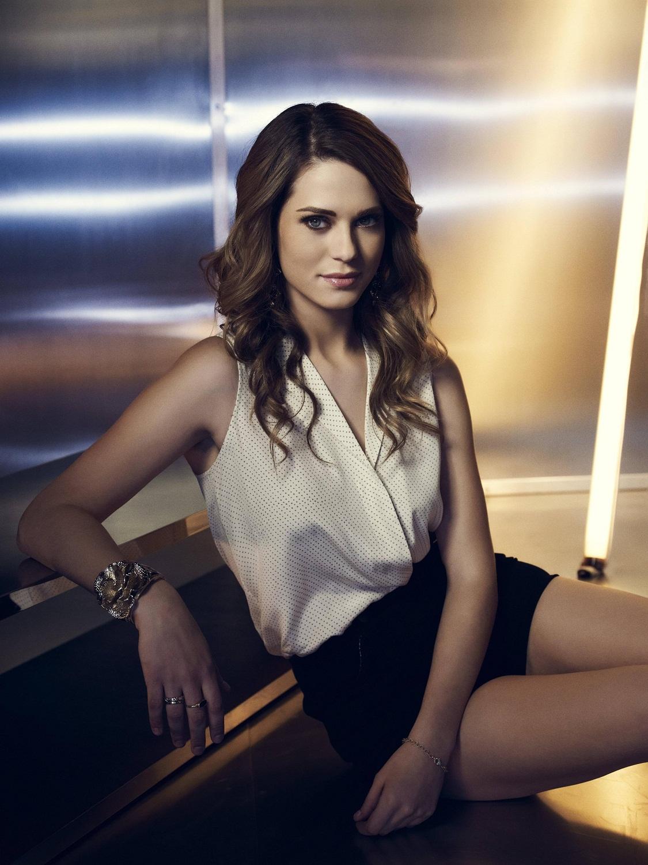 30+ Lyndsy Fonseca Hot Look In Bikini Photoshoot Pictures