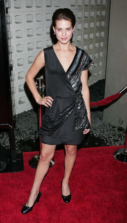 Lyndsy Fonseca Sexy & Hot Legs Pics