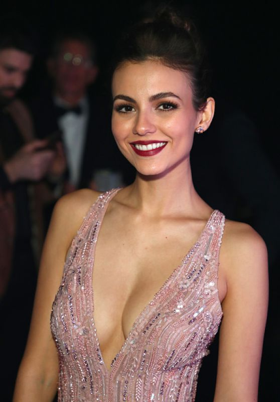 Victoria Justice Hot Boobs Showing Wallpapers