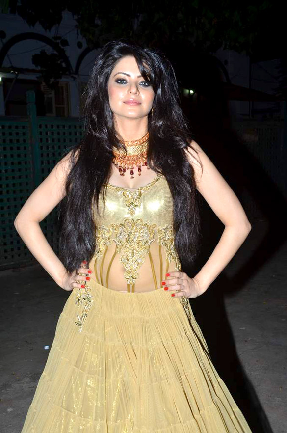 Aamna Sharif Hot Spicy Navel Wallpapers