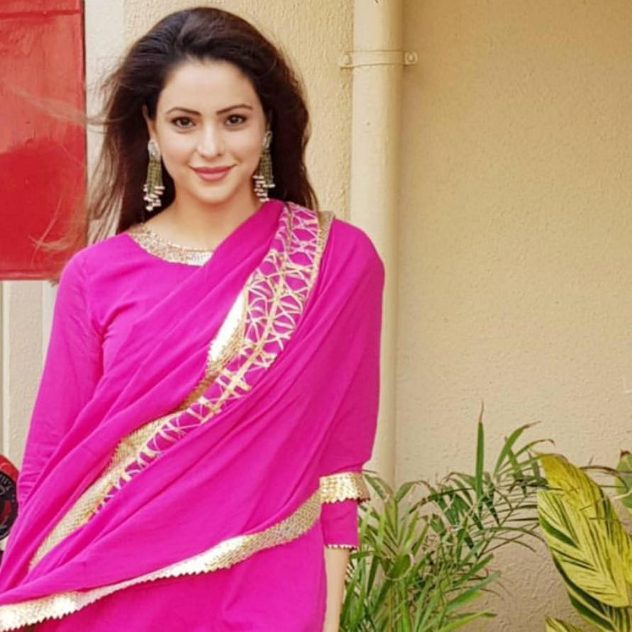 Aamna Sharif In Pink Color Wallpapers
