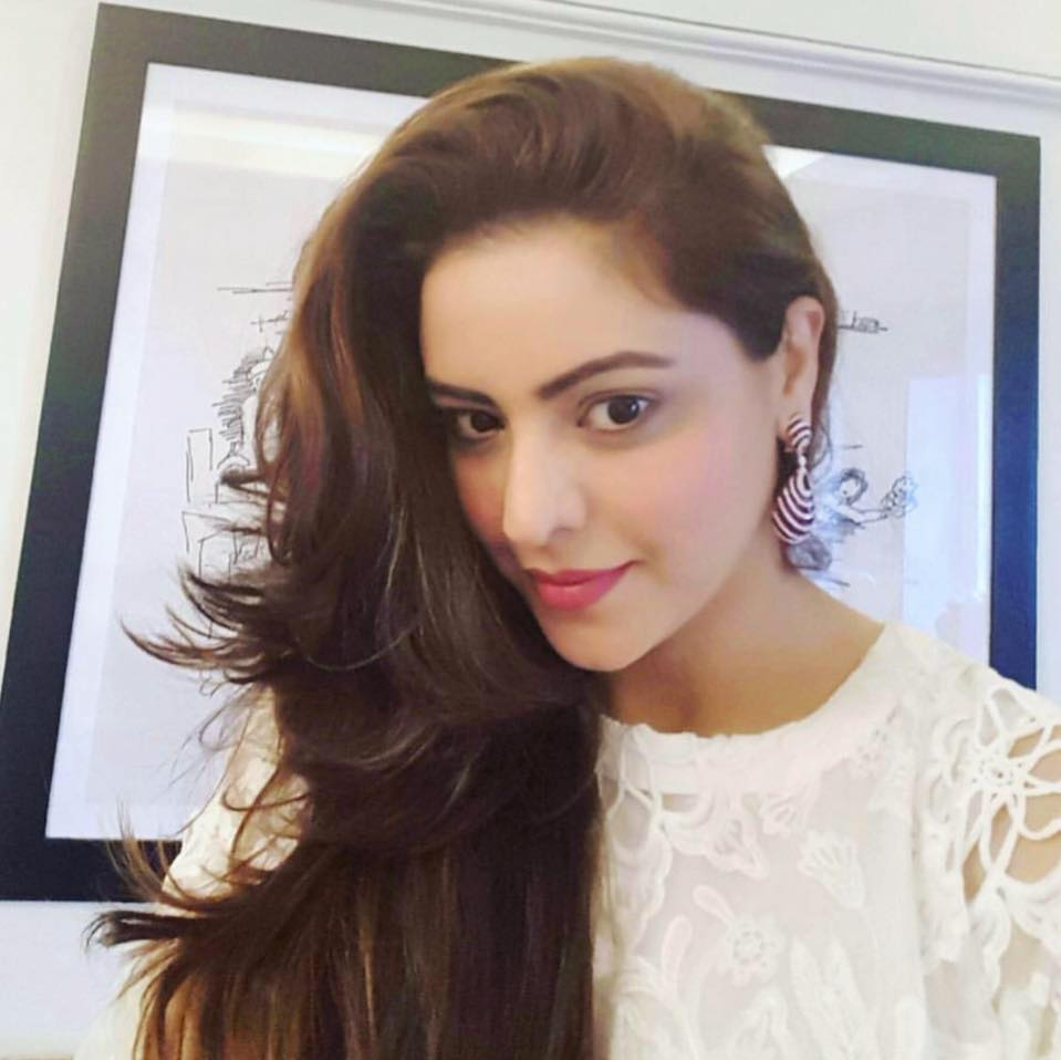 Aamna Sharif Stylish Wallpapers