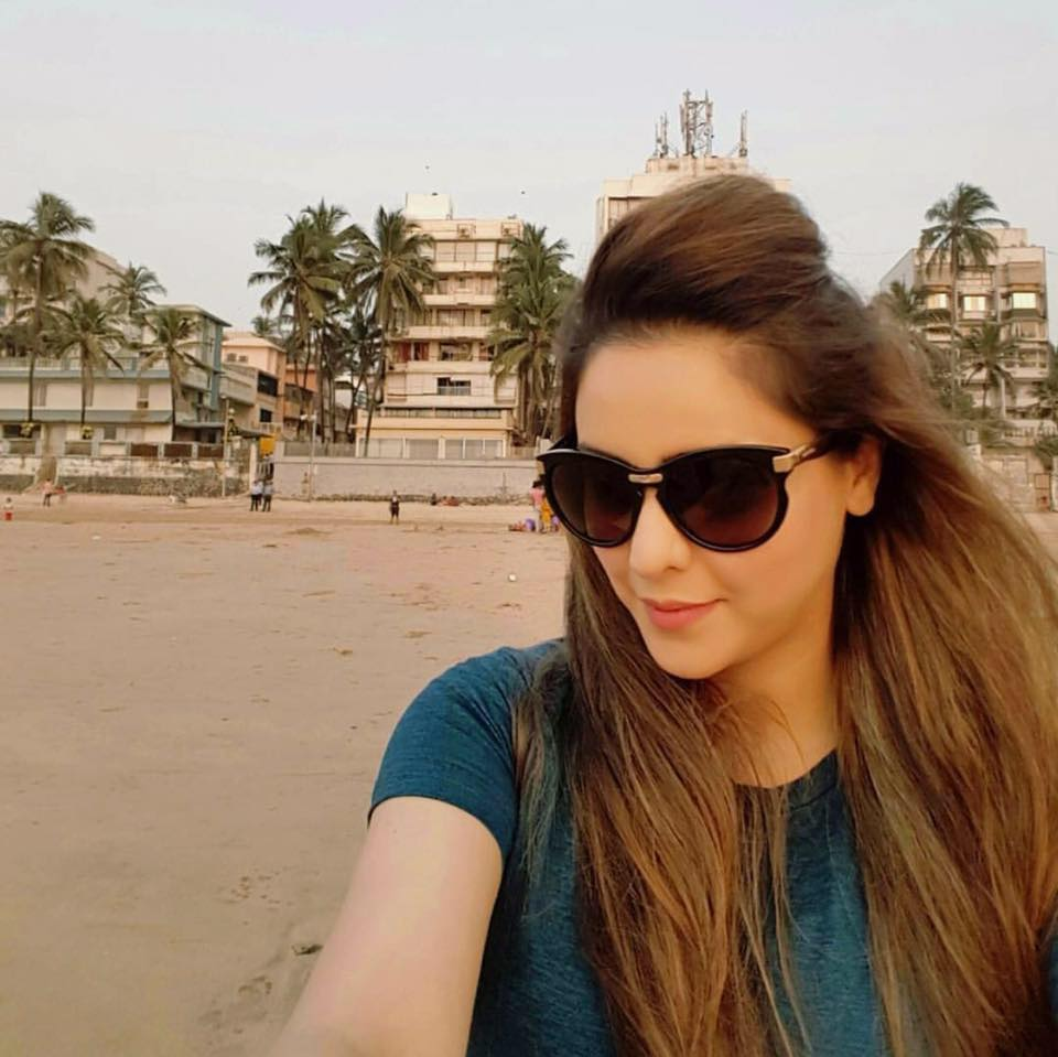 Aamna Sharif Sunglass Salfie Images