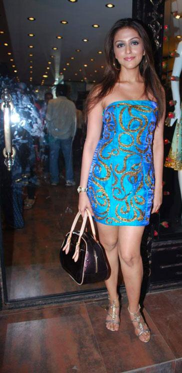 Aarti Chabria Sizzling Wallpapers