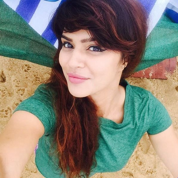 Aashka Goradia Cute Smiling Wallpapers