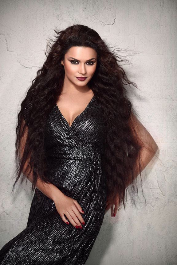 Aashka Goradia Full HD Wallpapers In Short Jeans Images