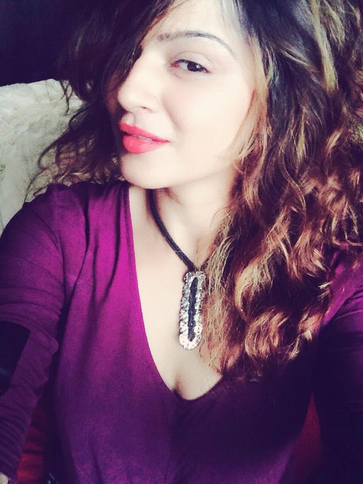 Aashka Goradia New Hair Style Pics
