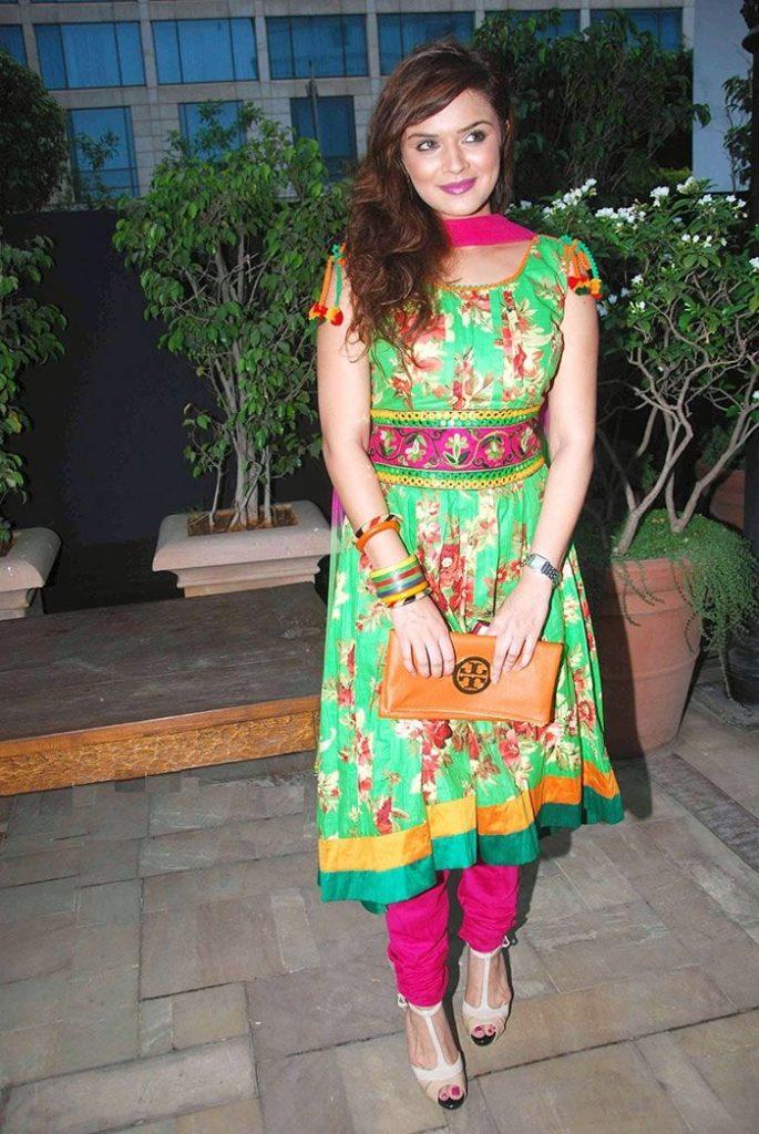 Aashka Goradia Sexy Look In Salwaar Kamiz Wallpapers