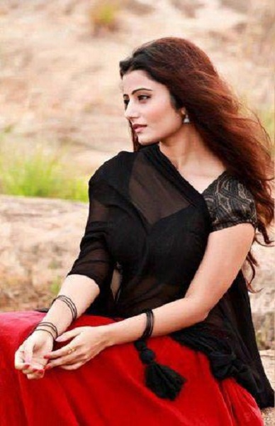Akanksha Juneja Sexy Look In Saree Pictures
