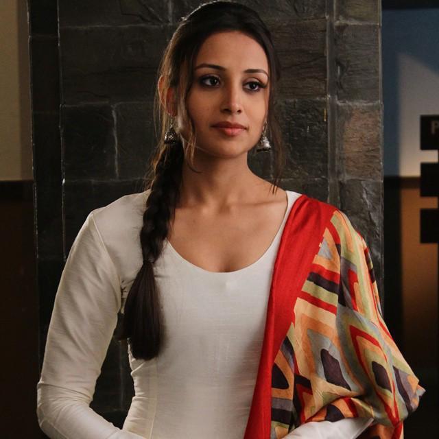 Anupriya Kapoor Cute & Lovely Photos