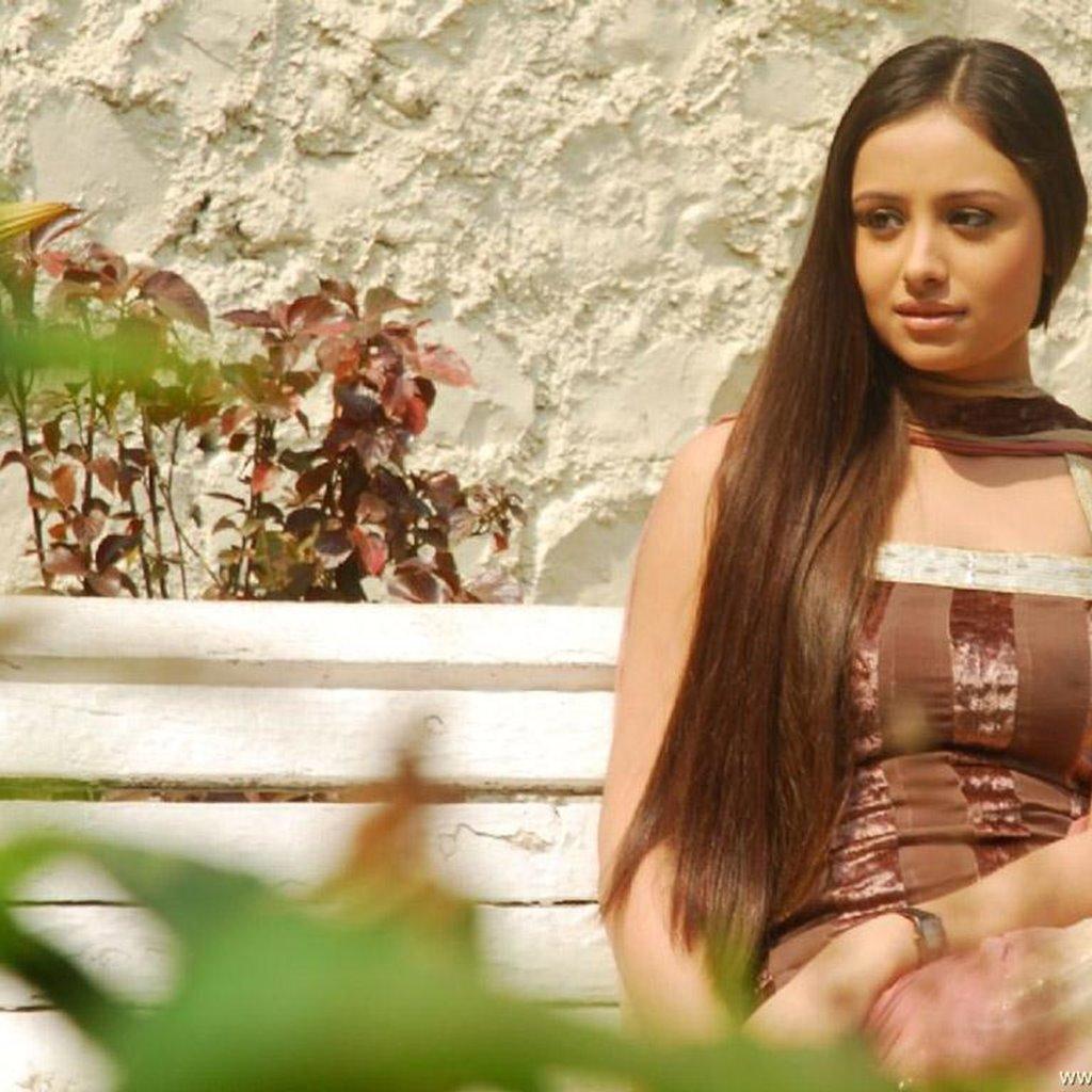 Anupriya Kapoor Cute Pictures