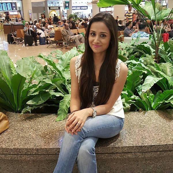 Anupriya Kapoor Hot Photos