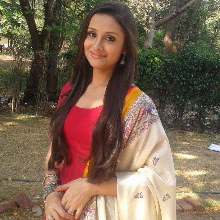 Anupriya Kapoor Latest Hair Style Pics