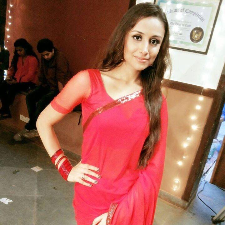 Anupriya Kapoor New Hair Style Photos