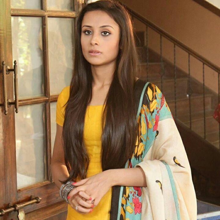 Anupriya Kapoor Photos Download