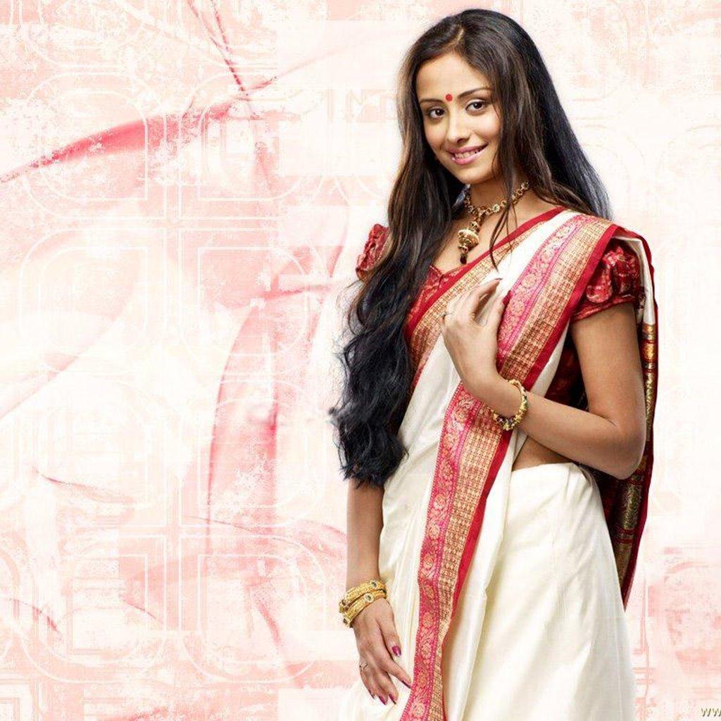 Anupriya Kapoor Photoshoots In Saree
