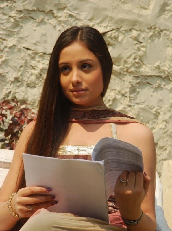 Anupriya Kapoor Sexy