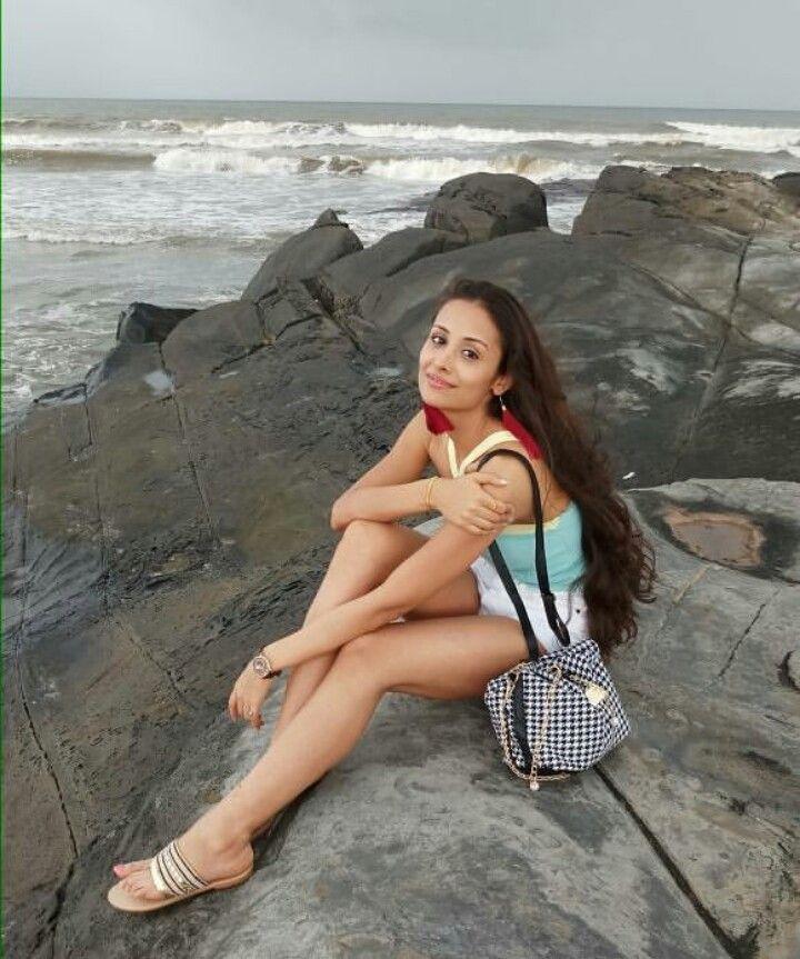 Anupriya Kapoor Sexy Legs Pics