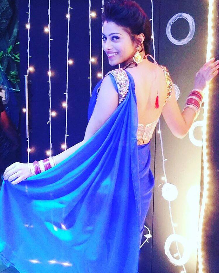 Aparna Dixit Hot Images In Backless Saree
