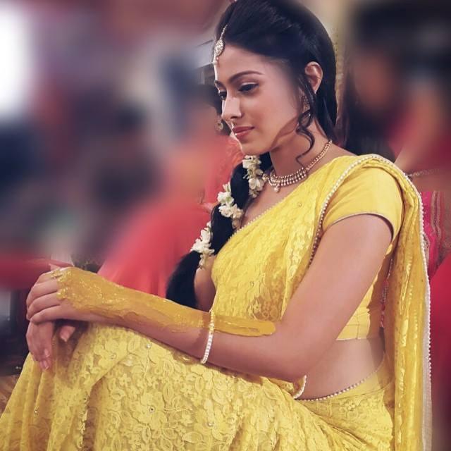 Aparna Dixit Hot Photos In Yellow Color Saree