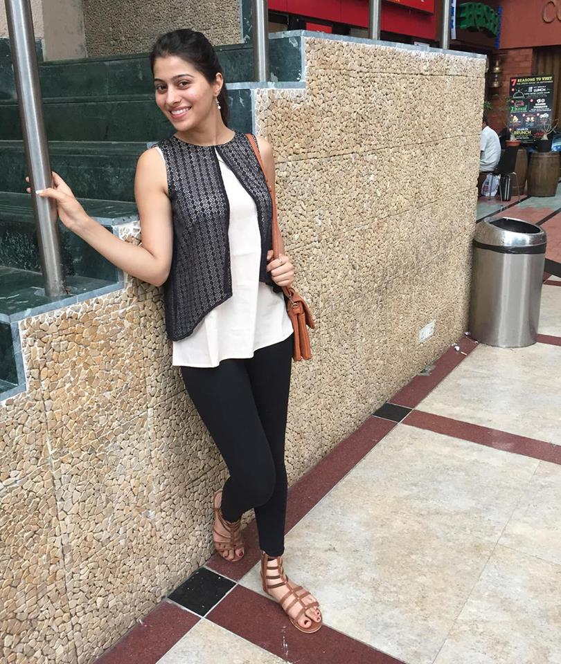 Aparna Dixit In Jeans Top Wallpapers