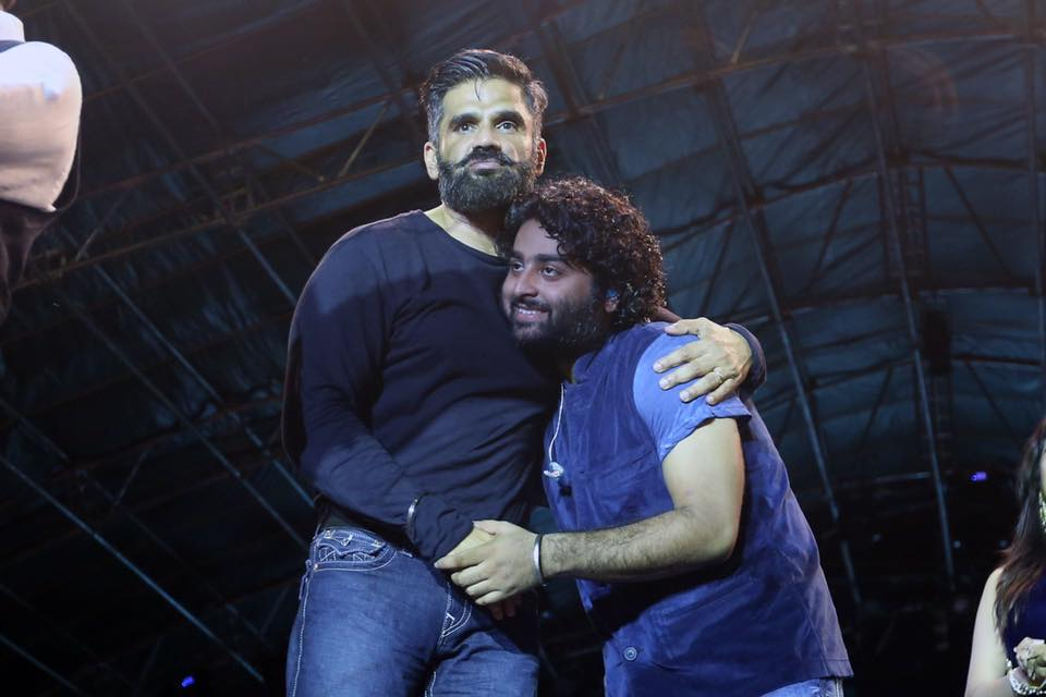 Arijit Singh Images With Suniel Shetty