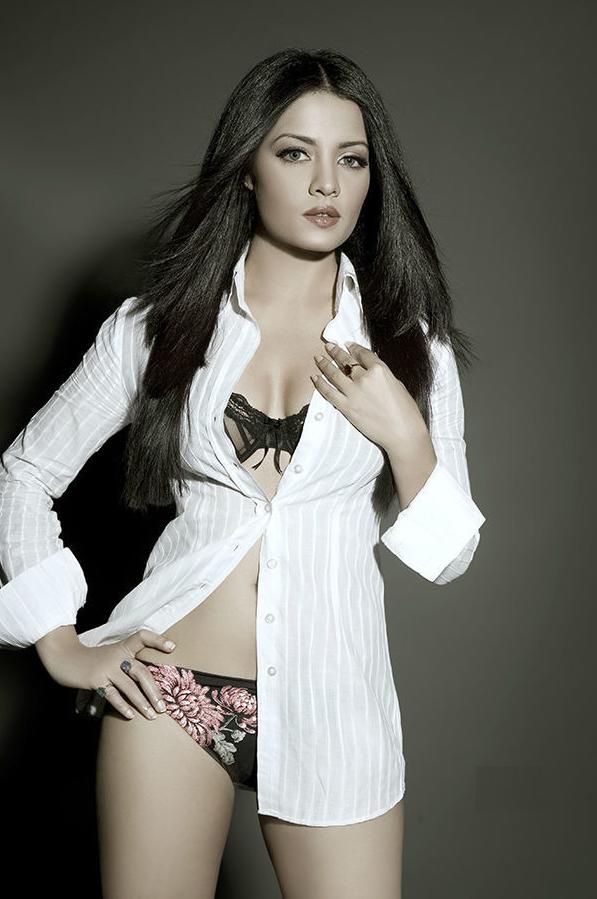 Celina Jaitley Hot In Bra Panty Bold Pics