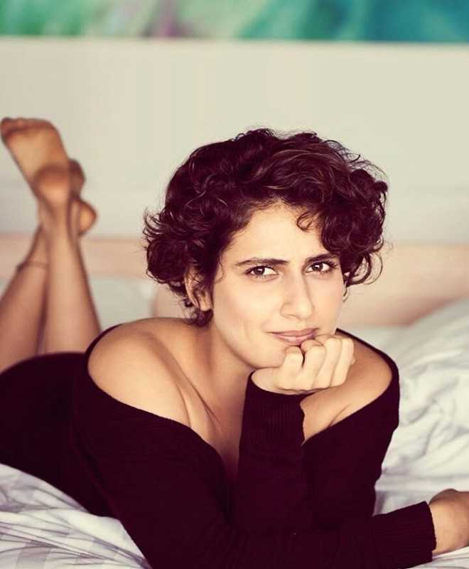 Fatima Sana Shaikh In Sexy Clothes Wallpapers