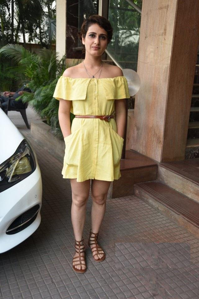 Fatima Sana Shaikh In Yellow Color Clothes PIcs
