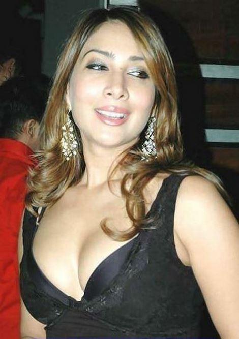 Gorgeous Kim Sharma Photos
