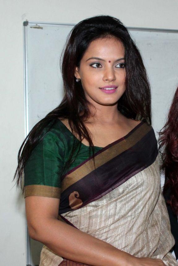 Gorgeous Neetu Chandra Pictures