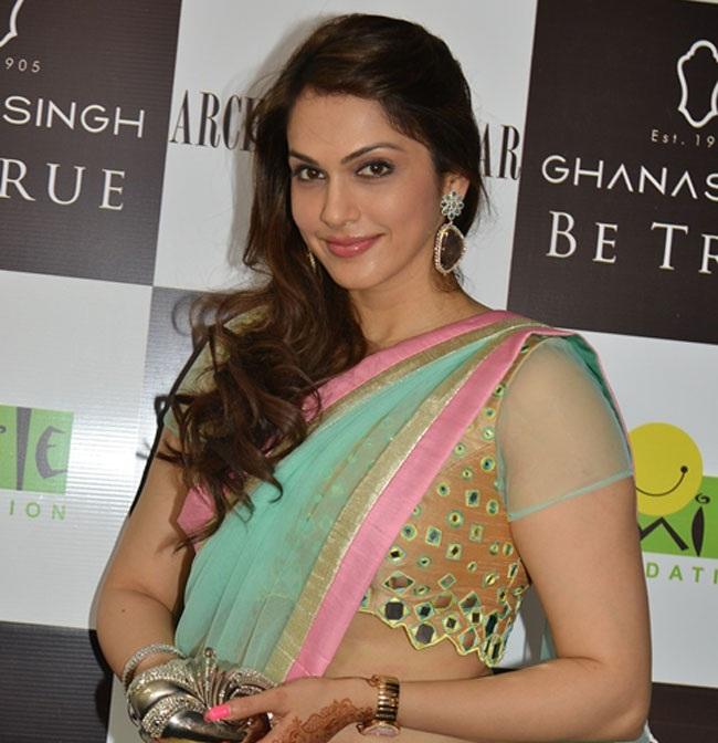 Isha Koppikar Hot Images