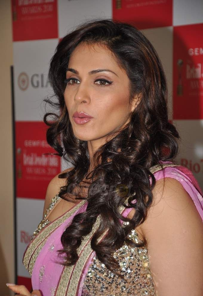 Isha Koppikar Hot Wallpapers