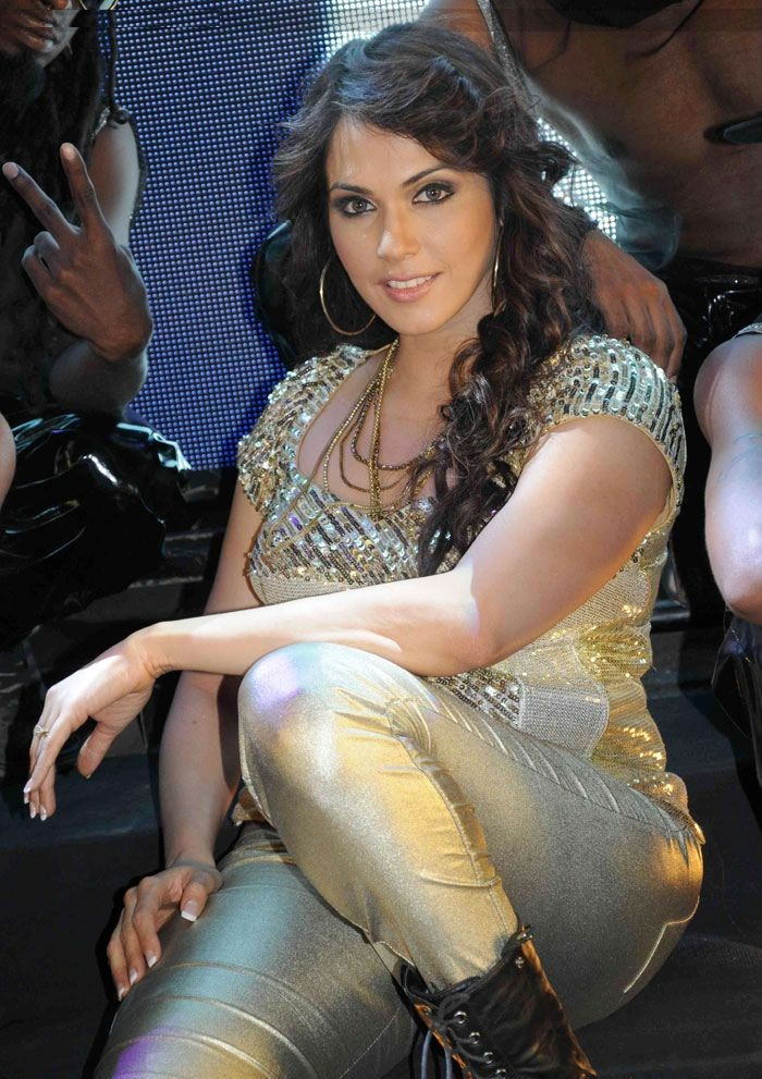 Isha Koppikar In jeans Top Wallpapers