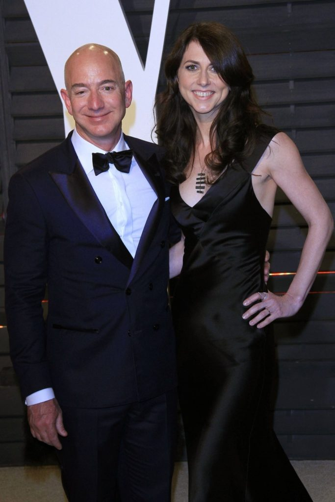 Jeff Bezos Pics With Girlfriend