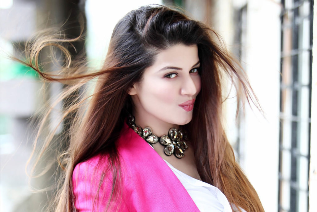 Kainaat Arora HD Sexy Wallpapers